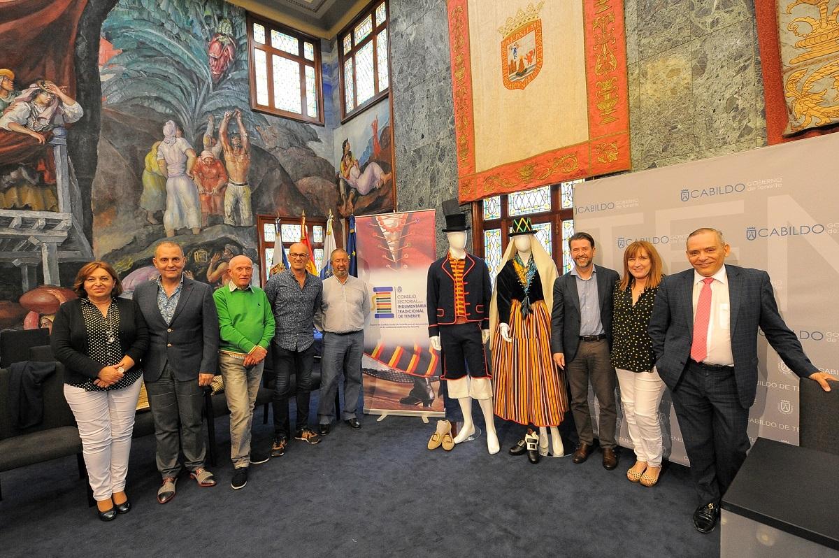 Presentación del Consejo sectorial de Indumentaria de Tenerife en el Cabildo Insular de la Isla. Cabildo Insular de Tenerife / DA