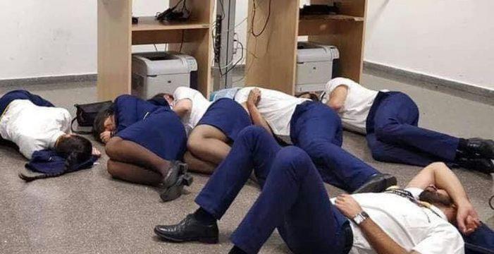 Así durmieron los tripulantes de cuatro aviones de Ryanair horas antes de volar