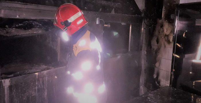 Bomberos extinguen un incendio en un restaurante en Icod de los Vinos
