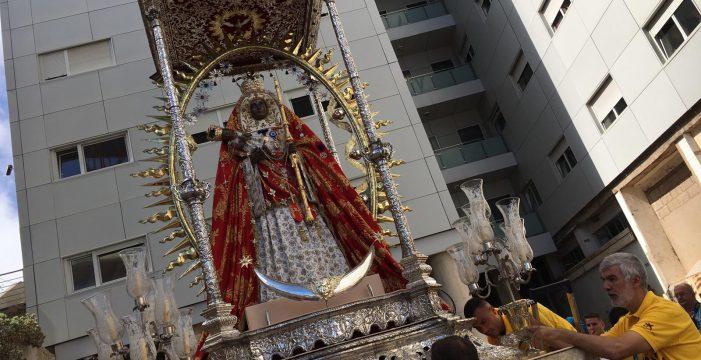 La emoción acompaña a la Virgen en su llegada a Santa Cruz