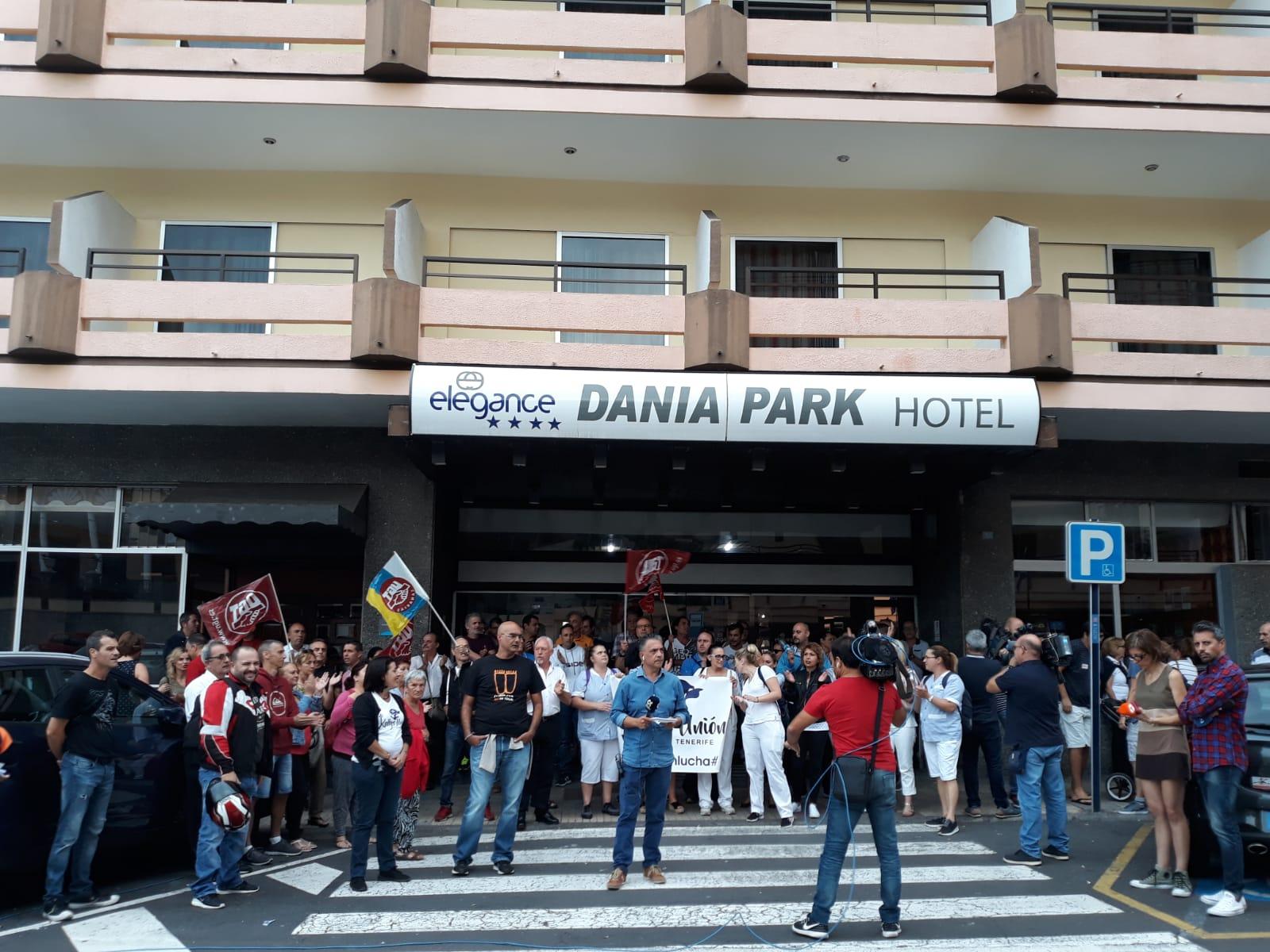Protesta de los trabajadores del Hotel Dania Park del Puerto de la Cruz. / DA
