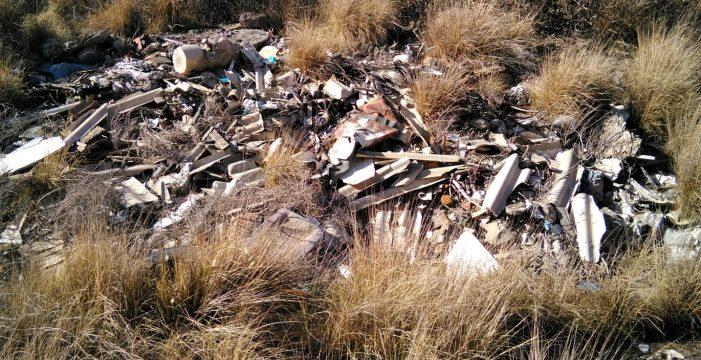 El primer hoyo de las excavaciones de áridos en Güímar, convertido en un vertedero ilegal