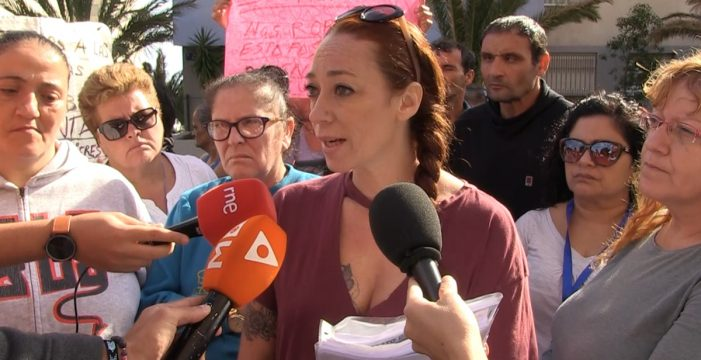 Los vecinos de Añaza aplauden la paralización del desahucio de Valeria