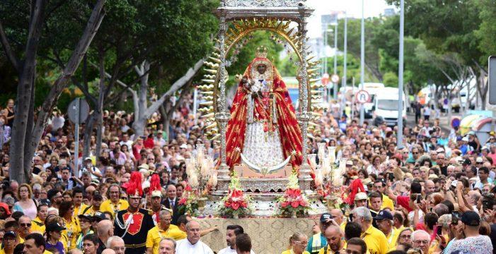 Santa Cruz se rinde ante la Virgen de Candelaria