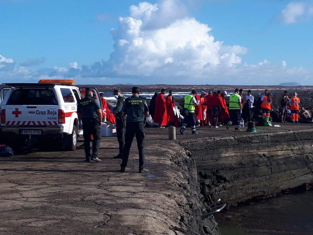 Imagen de archivo de la llegada de una patera a Lanzarote en octubre de 2018. EP