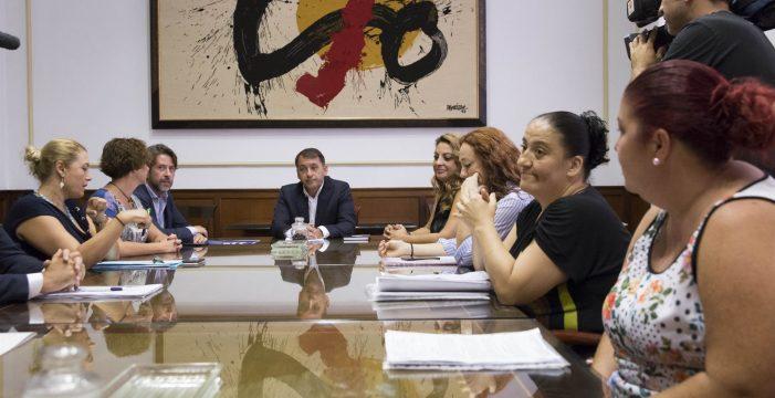 Santa Cruz revisará sus relaciones comerciales con el Santander por no aclarar la situación de los edificios de Añaza