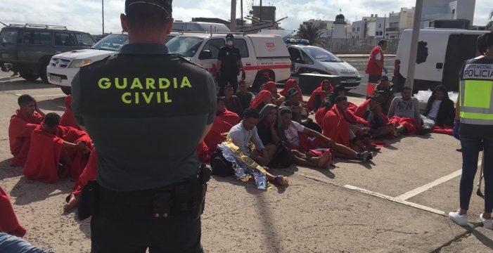 Interceptan una patera al norte de Lanzarote con 33 inmigrantes