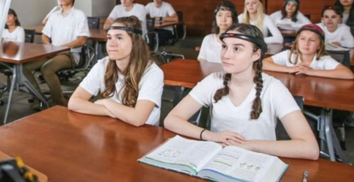 La diadema que mide la concentración de los estudiantes en clase