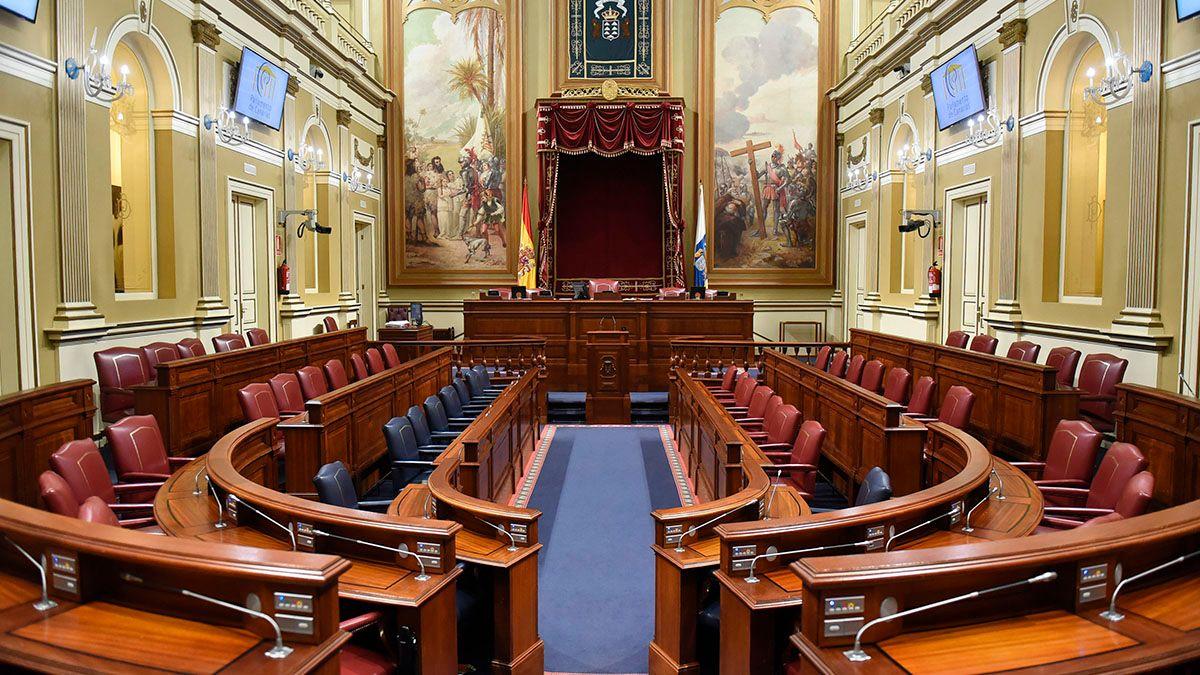 """La Cámara regional estudiará hoy la norma fundamental de la autonomía de Canarias, en una sesión catalogada por los diputados como """"histórica"""". DA"""