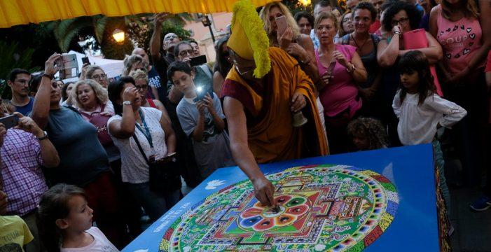 La disolución del Mandala pone fin a las singulares jornadas budistas en Güímar