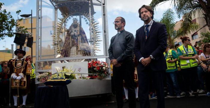 Carlos Alonso empaña con su insaciable protagonismo la procesión hacia La Laguna
