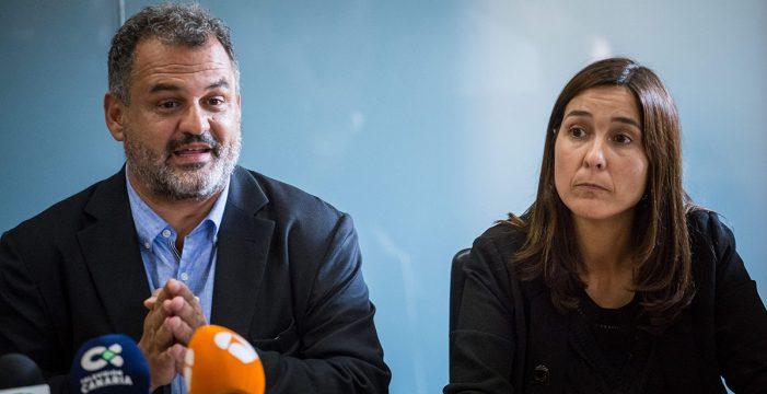 La salida del PSOE del pacto lagunero mantiene en el aire la censura a CC