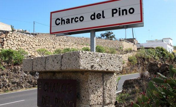 Un motorista, en estado grave, acaba bajo un guardarraíl en la entrada de Charco del Pino (Granadilla)