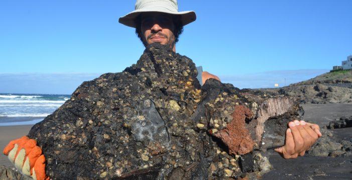 """Luis, tras recoger con su ONG 140 kilos de residuos en el Porís: """"La basura ya se camufla con la naturaleza"""""""