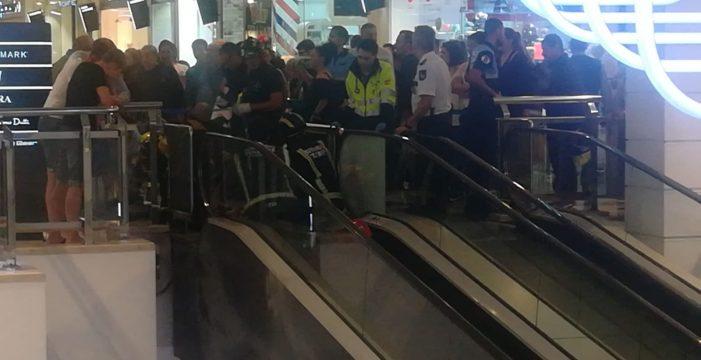 Una niña resulta herida leve al engancharse la mano en el centro comercial Meridiano