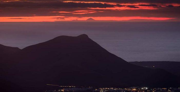 El Teide desde Lanzarote, uno de los atardeceres más espectaculares de Canarias