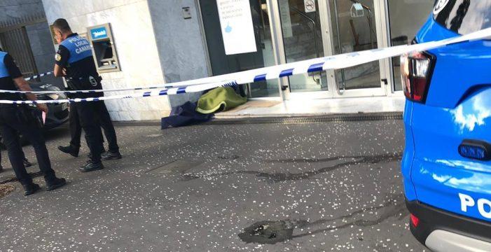 Encuentran el cadáver de un hombre en plena calle en el centro de Santa Cruz
