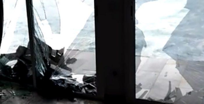"""La impresionante fuerza del mar en Tacoronte: """"¡Se llevó el balcón completo!"""""""