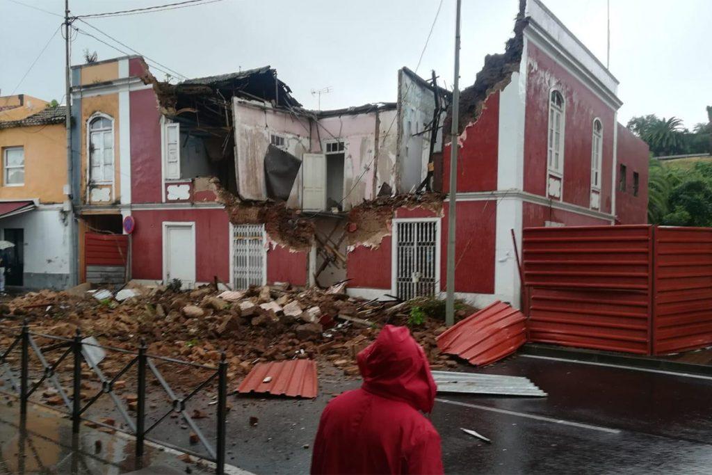 Resultado de imagen de Se derrumba la fachada de una vivienda en Tacoronte