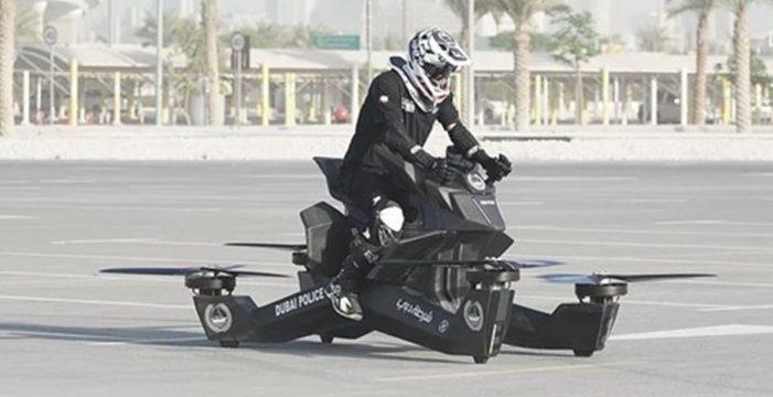 La Policía de Dubái aprende a pilotar las motos voladoras con las que patrullarán en 2020