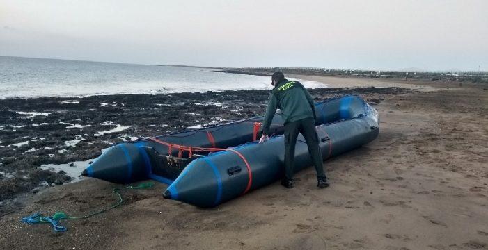 Arriba una patera con más de 20 migrantes a bordo, entre ellos una niña de 4 años