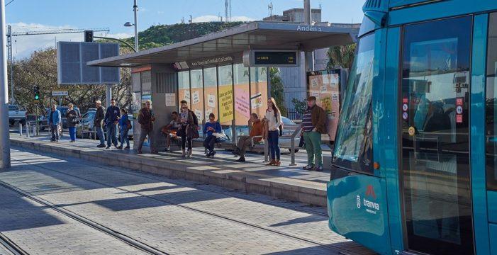 """Los trabajadores del tranvía """"intensifican"""" la huelga y no llegan a acuerdos con Metrotenerife"""