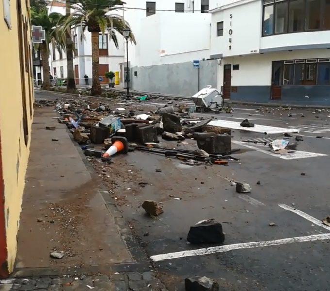 39 evacuados en Garachico por el oleaje que llegó a una tercera planta