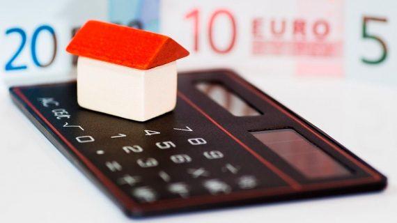 Cabreo nacional contra la decisión de que los clientes paguen el impuesto a las hipotecas