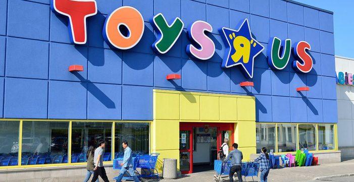 Detenidos por entrar a robar en Toys 'R' Us a través de un butrón en el techo