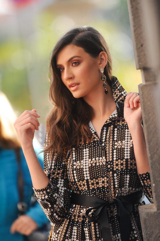 Ariadna Fregel luciendo ropa y complemento de SOI complementos / Fran Pallero