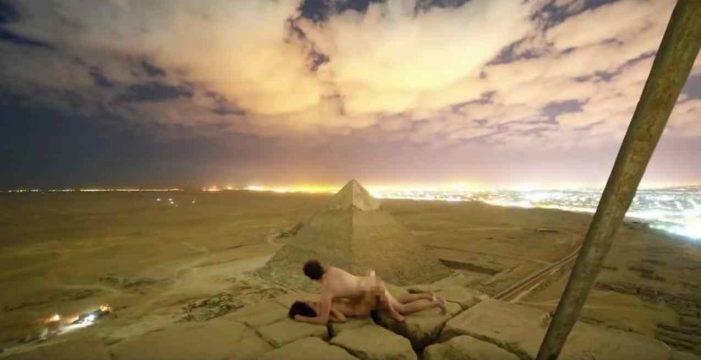 Escándalo en Egipto por este vídeo viral de una pareja haciendo el amor en lo alto de la Gran Pirámide