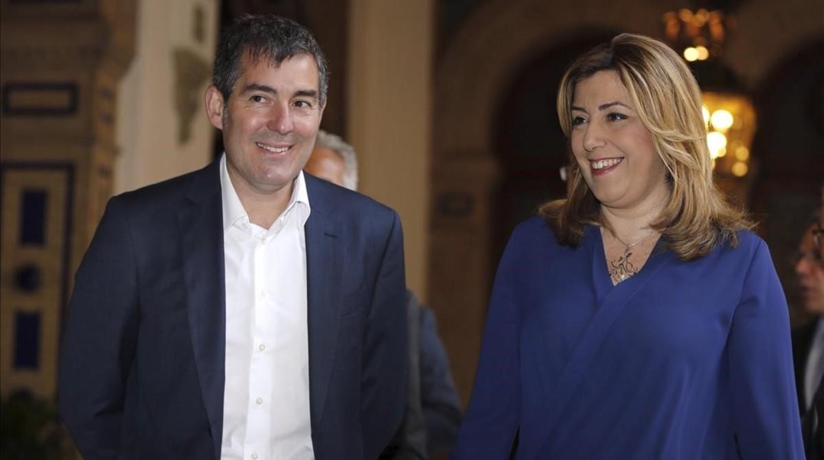 El presidente del Gobierno de Canarias, Fernando Clavijo (CC), junto a la presidenta de la Junta de Andalucía, Susana Díaz (PSOE). EFE