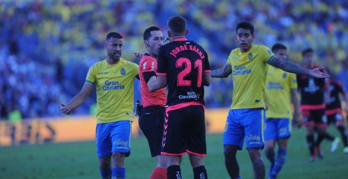 Fidel, jugador de Las Palmas, asegura que el árbitro les pidió disculpas