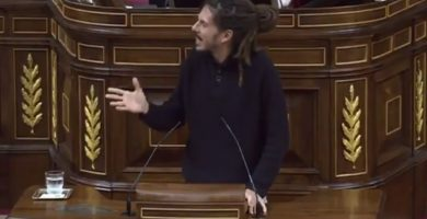 El Parlamento ovaciona al diputado tinerfeño Alberto Rodríguez por este gesto hacia un diputado del PP
