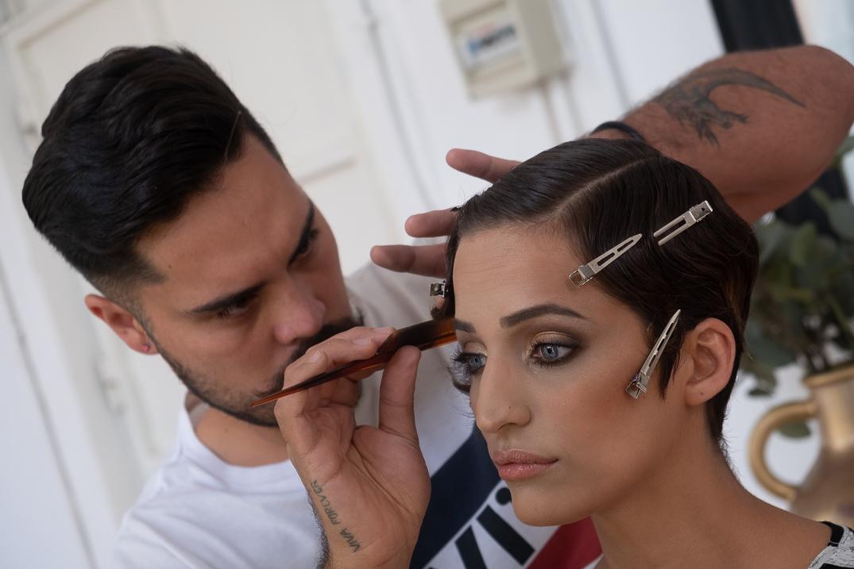 Marc Philguer maquilla a Tifany Sánchez, concursantes de Quiero ser Reina / Foto: Fran Pallero