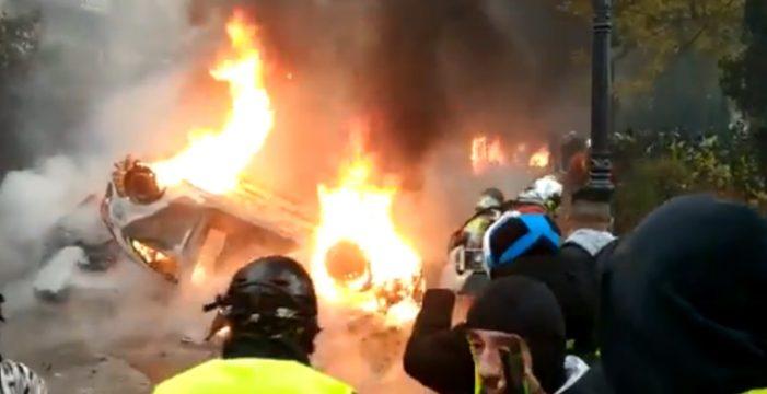 """Francia está que arde en el día más violento de las protestas de los """"chalecos amarillos"""""""