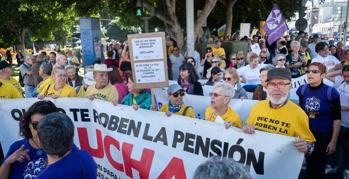 Más de 700 personas protestan en defensa de las pensiones y contra la pérdida de derechos
