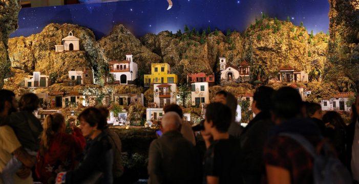 Candelaria enciende la Navidad y su espectacular portal de belén