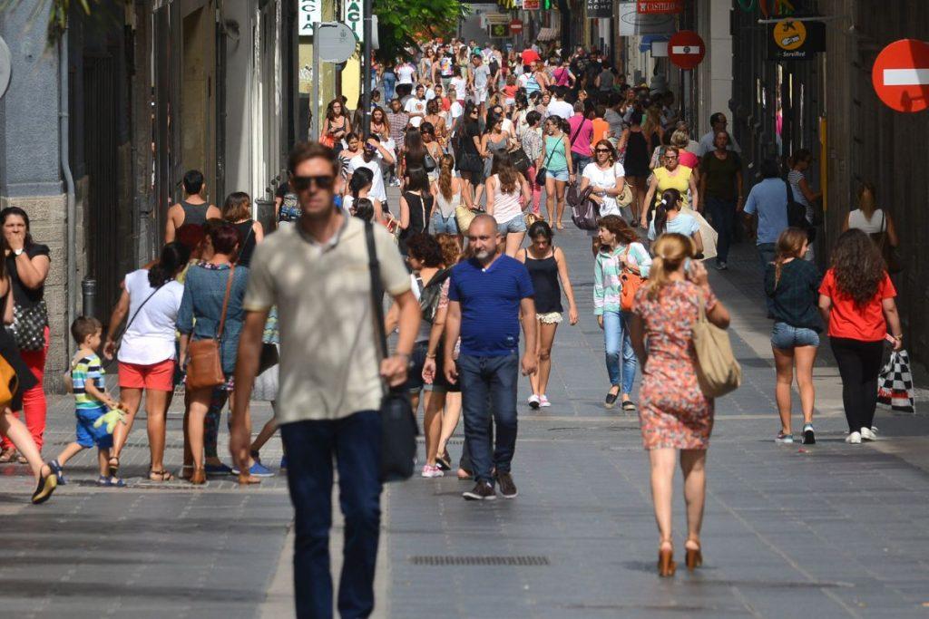 La población de la isla de Tenerife ha aumentado en unas 200.000 personas en los últimos 15 años. EP