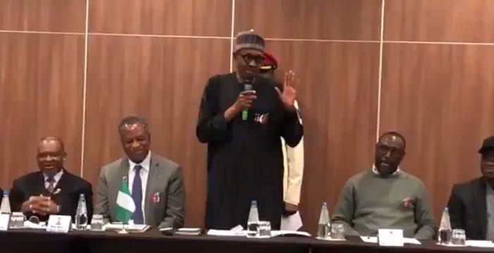 No es broma: el presidente de Nigeria desmiente que sea un clon de sí mismo