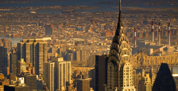 Uno de los rascacielos más emblemáticos de Nueva York cuelga el cartel de 'Se vende'