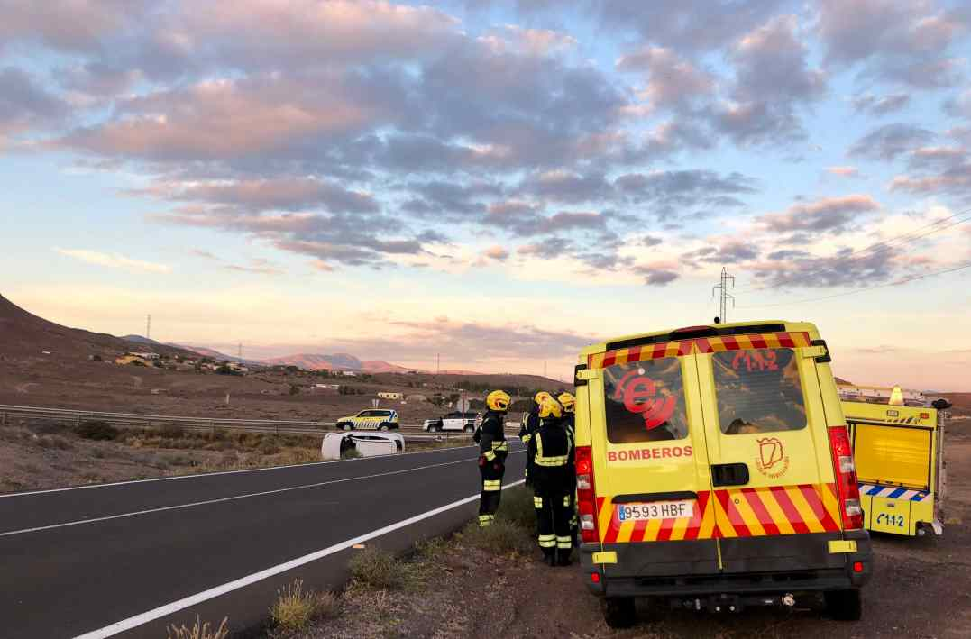 Una joven, grave tras chocar un turismo y una hormigonera en Fuerteventura. / TWITTER