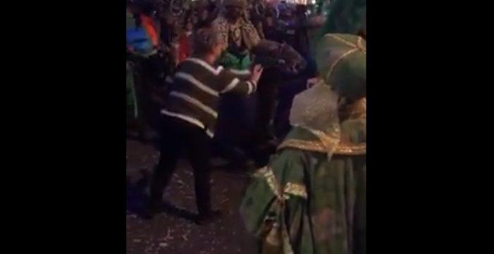 """Leales.org denuncia el """"desplome"""" de un camello en la Cabalgata de Reyes de La Laguna"""