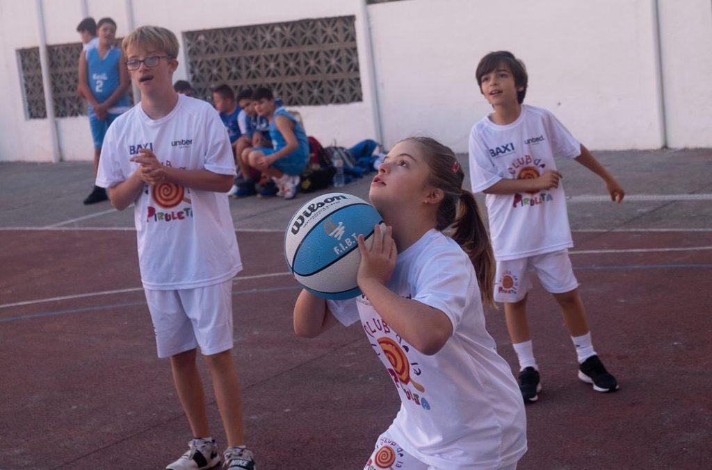 El conjunto está formado con niños y niñas con síndrome de DOWN así como con algunos hermanos y primos, siendo el pionero en Canarias en esta categoría. Fran Pallero