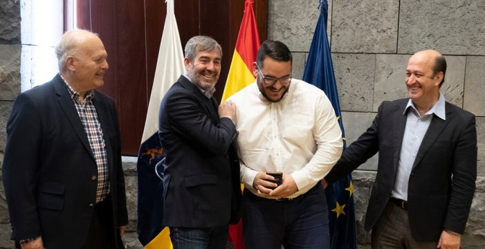 Fernando Clavijo recibe al campeón absoluto mundial de Lucha Canaria, Fabián Rocha