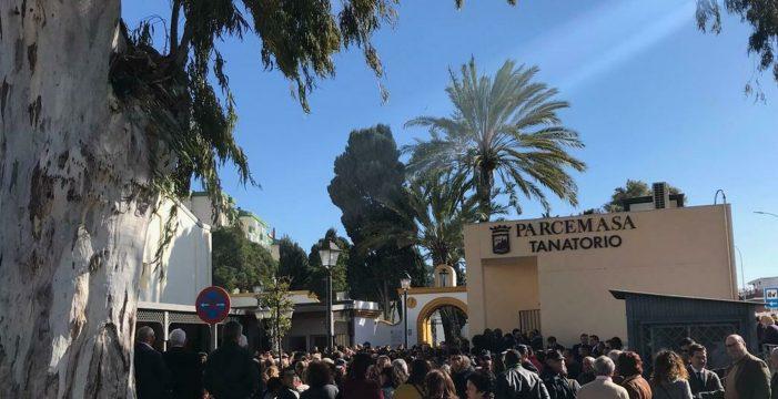 Familiares, amigos y vecinos dan el último adiós a Julen en un entierro multitudinario