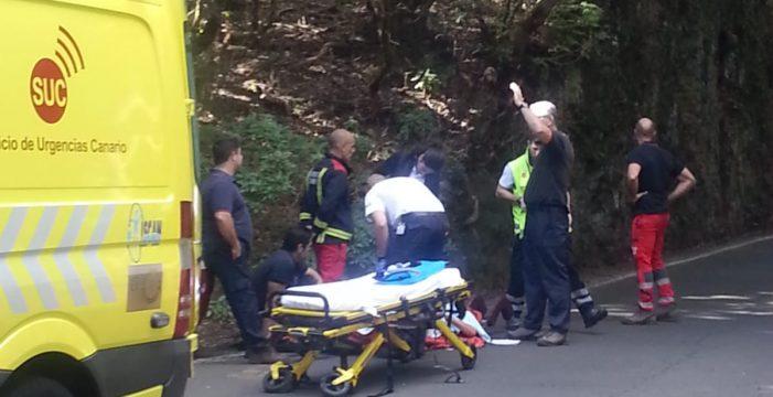 Los bomberos rescatan a una senderista herida en Santa Cruz