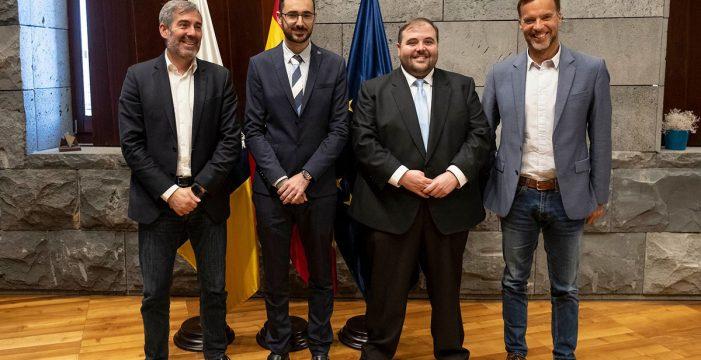 Clavijo recibe a los dos estudiantes de la ULL galardonados con premio nacional en Derecho e Ingeniería