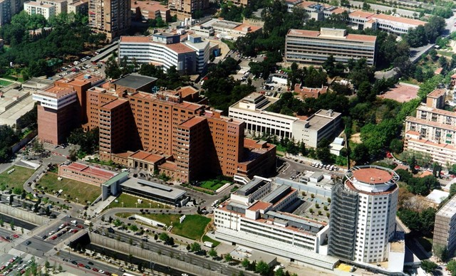 El bebé presuntamente agredido por su padre lleva cinco días en la UCI del Hospital Vall d'Hebron de Barcelona. / EP