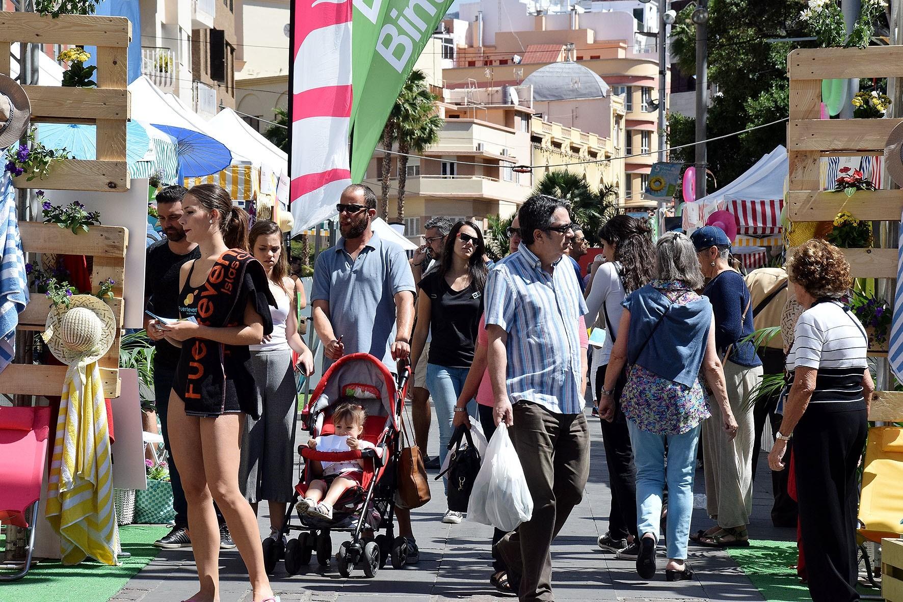 Canarias gana casi medio millón de habitantes en los últimos veinte años. / EP